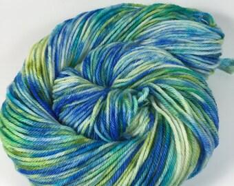 Merino Superwash Worsted, Hand Dyed Yarn, Deep Blue Sea, worsted weight, superwash merino, variegated yarn,