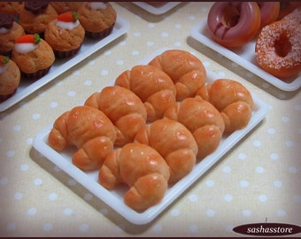 Miniature dollhouse croissants, 1:12 scale miniature food, miniature croissants, polymer clay food