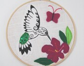 Hummingbird Hoop Art, embroidered hummingbird, bird embroidery, hummingbird picture, floral decoration, bird decoration, handmade bird art