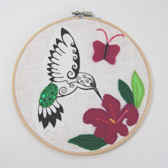 Hummingbird Hoop Art, embroidered hummingbird, bird embroidery, hummingbird picture, floral decoration, bird decoration, handmade bird art