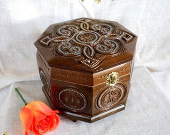 Jewelry box Wooden box Wood box Ring box Wood carving Large jewelry box Jewellery box Wooden jewelry box Boite bijoux Wood carving boxes B6