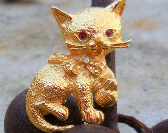 Vintage Gold Brooch - Cute Kitty With Bow!