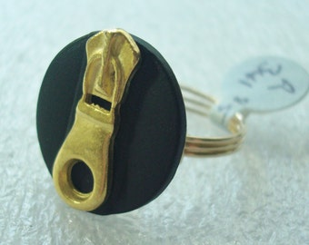 Zipper Ring in Black and Gold - Size 8.5 - R341