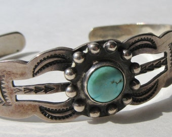 Vintage Native American Indian Sterling Silver & Turquoise Cuff Bracelet