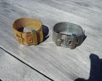 Metallic buckle bracelet