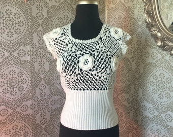 Vintage 1970's 80's White Crochet Sleeveless Tank Top with 3D Flowers Small
