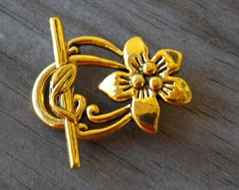 3 Antiqued Gold Flower Toggle Clasps 30mm