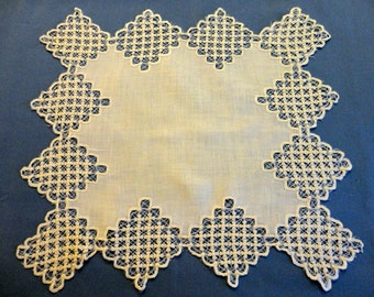 "Vintage Doily - White Linen rectangle center surrounded by 3"" squares of scalloped edge string and flowers lace - 16"" by 14 1/2"""