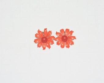 Vintage 60s Orange Red Daisy Flower Clip on Earrings Enamel Metal Hippie 1960s