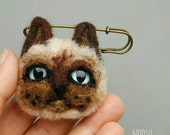Siamese cat brooch, needle felted, sad cat pin, felt kitty, grumpy face, wool accessories, blue eyes, felt animal jewelry