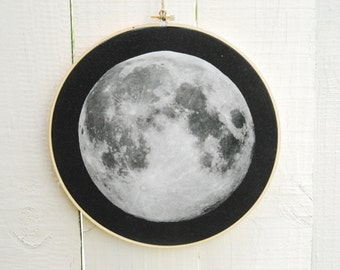 FULL MOON Wall Hanging, Organic Cotton Wall Hanging, Embroidery Hoop, Full Moon, Home Decor, Dorm Decor, Space, Luna, Lunar