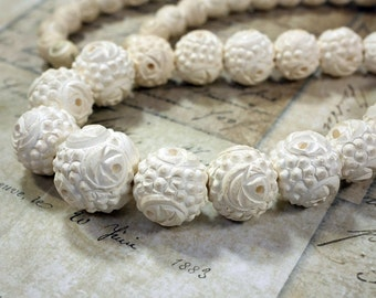 Vintage Necklace Meerschaum Carved Beaded Necklace White Bead Necklace