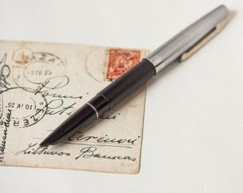 Unused fountain ink pen, Soviet school pen, black body writing pen 70s, student gift fountain pen with plastic box