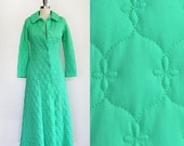 ON SALE Vintage 1960s Bright Light Green Robe / Full Length Long Sleeve Princess Dressing Loungewear Gown / Floral Quilted Pattern / XS Smal