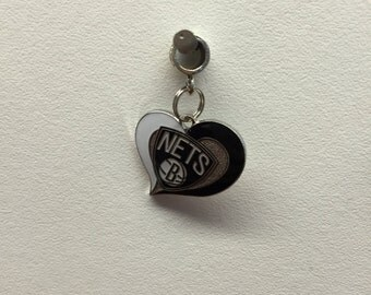Nets black and white heart charm