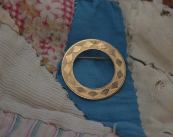 gold circle pin