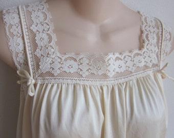 Vintage nylon nightgown creamy yellow free bust Gaymode M L