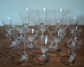15 Vintage Pieces of Etched Crystal Stemware of various sizes with the same Retro Art Deco design in Vintage Condition, Mismatched LOT