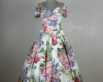 25% Off Summer Sale.... Vintage 1980s Floral Cotton Dress Spectacular 80s Does 50s Vibrant Floral Print Full Tea Length Skirt Size 6/8M
