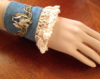 Fabric Wrist Cuff/Vintage Upcycled Wrist Cuff, Ivory Lace Wrist Cuff, Vintage Jewelry