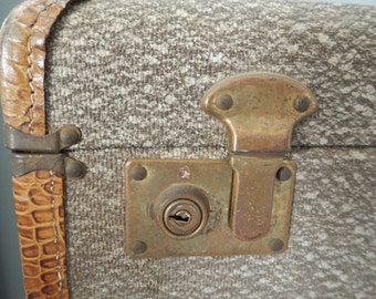 Vintage Suitcase - Tweed Vintage Suitcase - Vintage Luggage - Photo Prop - Antique Suitcase - Vintage Travel