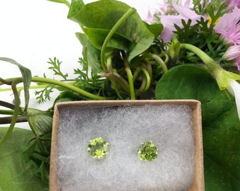 Sterling Sliver Peridot Earrings