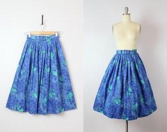 vintage 50s skirt / 1950s floral cotton skirt / blue and green florak skirt / pleated full skirt / slubbed cotton skirt