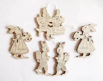 5 pieces German Handmade Easter Ornaments made from Wood / made in the Erzgebirge