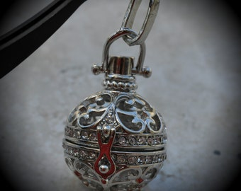 Fleur De Lis Filigree Design Prayer Box Locket in Silver Plated With Rinestone Three Dimensional Pendant Charm B12