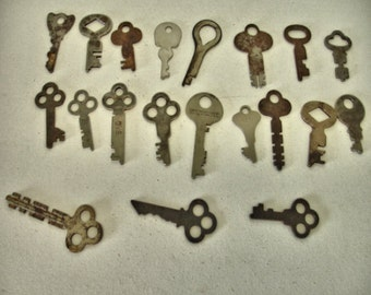 Vintage Lot of 20 rustic flat Keys Crafts altered art Steampunk Lot no. 18