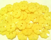 """25 Sunny Yellow Pinwheel Flower Buttons - Size 18mm round, 11/16"""", Matching set of 2 hole buttons with gift wrap"""