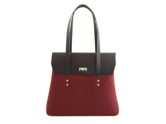 Felt and leather LARGE FLAP BAG / shoulder bag / elegant bag / maroon and black / leather straps / tote bag / wool felt / made in Italy