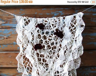 SALE Vintage White Handmade Tablecloth Lace