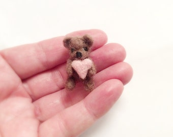 Needle felted bear-Felt  bear-Plush bear toy-Bear miniature-Needle felted bear-Felted miniature bear-Toys for Blythe-Felt Heart-Bear Toy