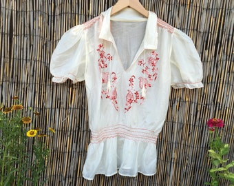 VINTAGE 1950's Embroidered Mexican Peasant Blouse
