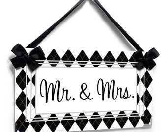 Mr. & Mrs wedding sign argyle plaid black and white pattern door sign - P640