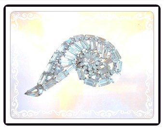 Rhinestone Conch Shell Brooch - Clear Rhinestones - Baguettes & Chatons - Large Mid Century Pin -1032a-112614015