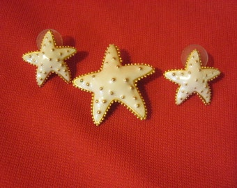 Gold Tone And Enamel Starfish Pin Brooch And Earrings Demi-Parure