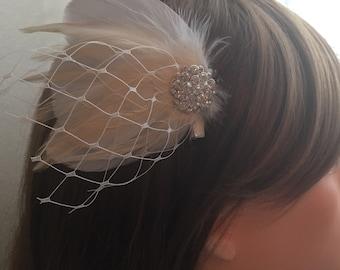 Wedding bridal hair head piece, ivory feathers fascinator, vintage wedding hair clip