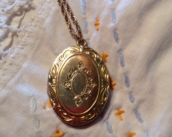 Vintage Locket Oval F. M. Co. Gold Filled Double Picture Pendant on Chain Necklace