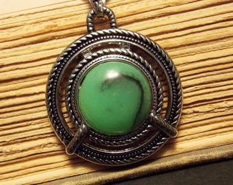 Green and Silver Pendant Necklace