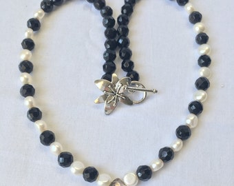 Onyx and Cultured Pearls Necklace