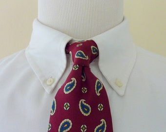 CLASSIC Vintage Brooks Brothers MAKERS Multi-Colored Paisleys on Maroon Trad / Ivy League Neck Tie.  Made in USA.