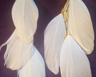 FEATHER EARRINGS - WHITE