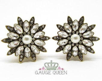 "Pearl & Crystal Flower Plugs / Gauges. 2g / 6.5mm, 0g / 8mm, 00g / 10mm, 1/2"" / 12.5mm, 9/16"" / 14mm, 5/8"" / 16mm, 3/4"" / 19mm"