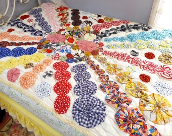 Yo Yo Quilt, Quilted Bedspread, Quilted Bedding, Bed Linens, Hand Stitched Yo Yo's, Thick Quilted Back