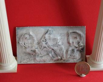 Dollhouse miniature bas-relief