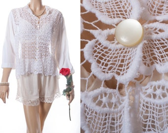 Delightful 1950's vintage crisp white cotton and pretty matching see through openwork lace front detail three quarter sleeved blouse - DB215