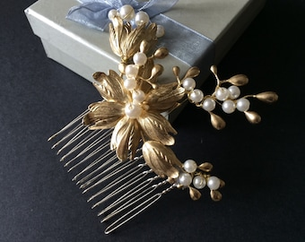 Gold hair comb, Romantic pearls flower golden color wedding bridal hair comb, wedding bridal jewelry, bridal hair comb, wedding headpiece