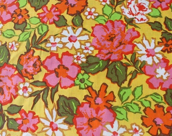 Vintage Twin Bed Spread, 70s Retro Pink Floral Daisy Bedspread, Flower Power Mod Bed Cover, Shabby Chic Old Fashioned, Repurpose Fabric